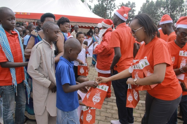 Airtel Rwanda CSR & Corporate Communications manager Denise Umunyana handing out gifts to the children