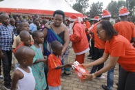 Airtel Rwanda CSR & Corporate Communications manager Denise Umunyana hands out gifts to the children