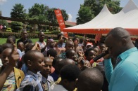 king James perrforming for the kids at the Airtel Rwanda Children Christmas Party at CHUK