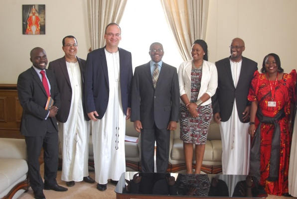 Airtel Uganda team led by MD Tom Gutjahr meets the Katikiro of Buganda Mr. Charles Mayiga at the launch of a three year partnership with the Buganda Kingdom.