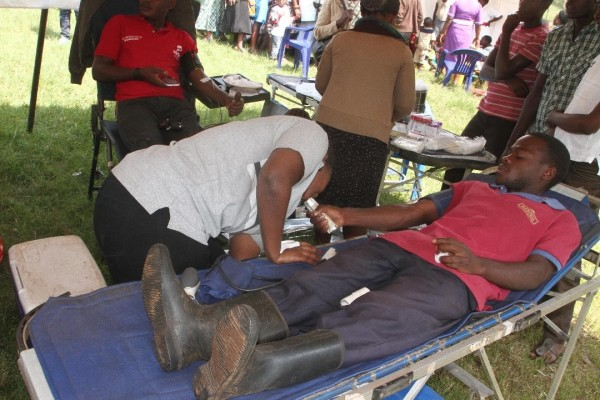 Airtel staff member Donates blood