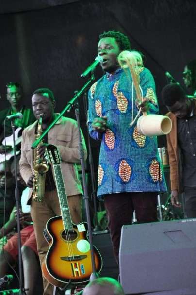 giovanni-kiyingi-performing-at-blankets-wine-kampala